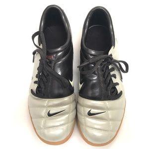 EUC Nike Air Total 90 Vapor Indoor Soccer Shoes